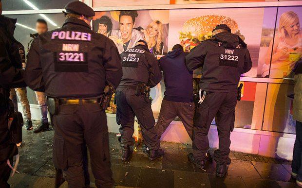 Police_arrest_Colo_3544322b