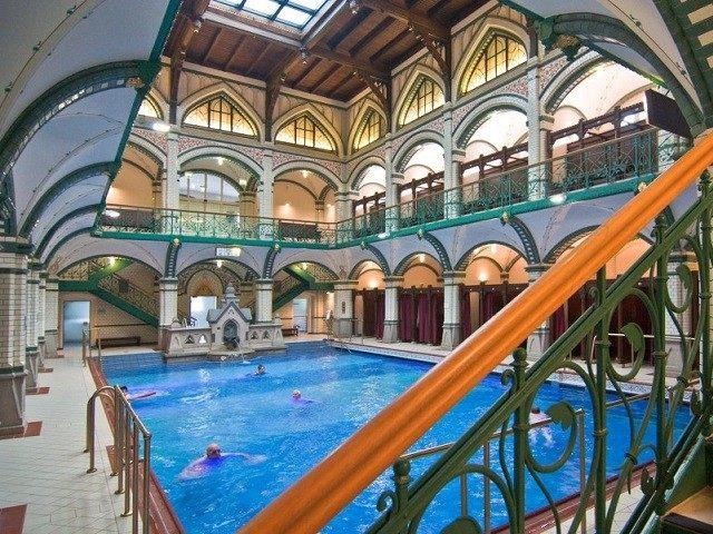 swimming-pool-2-640x480